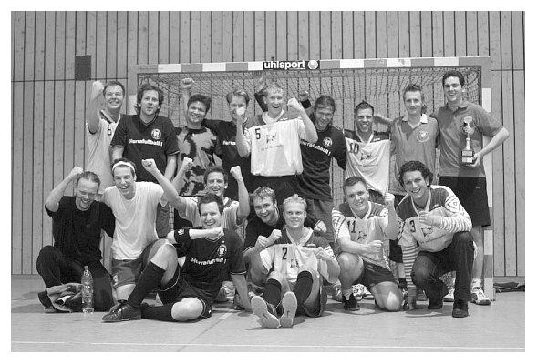 Gemeinsames Endspielfoto. Abi 91 II und Abi 2005.